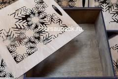 коробка на новый год со снежинками