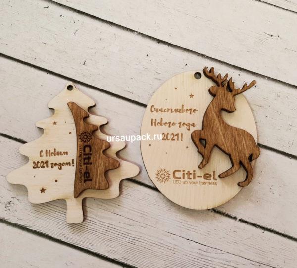 деревянная игрушка с логотипом